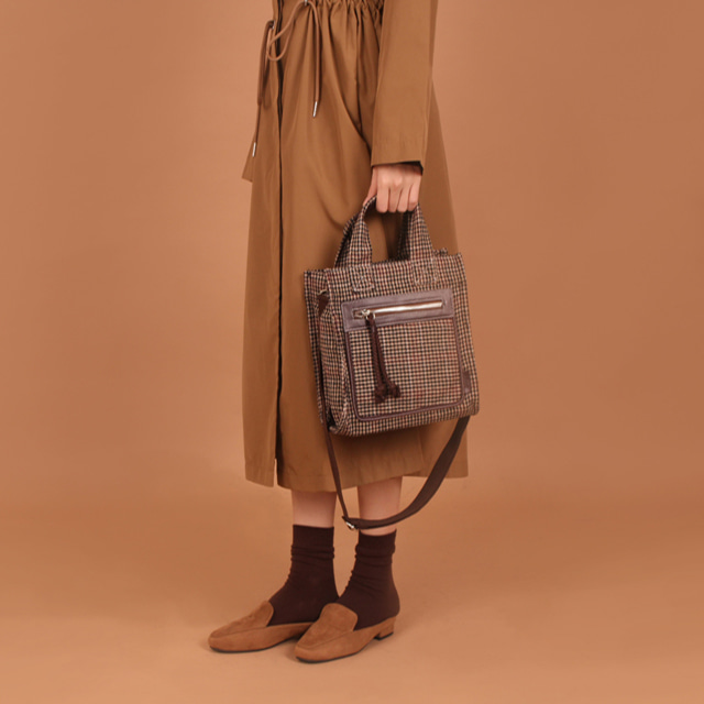 Check Essential S Bag (Dark Brown)30%Sale